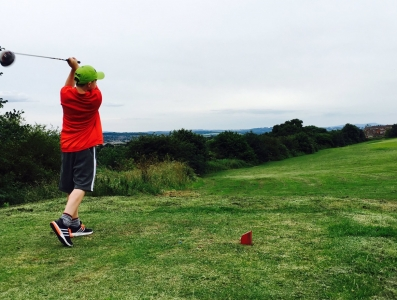 junior-driving-off-the-8th-tee